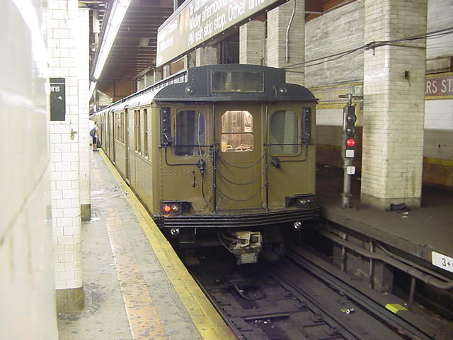 (60k, 640x480)<br><b>Country:</b> United States<br><b>City:</b> New York<br><b>System:</b> New York City Transit<br><b>Line:</b> BMT Nassau Street/Jamaica Line<br><b>Location:</b> Chambers Street <br><b>Route:</b> Fan Trip<br><b>Car:</b> BMT D-Type Triplex 6112 <br><b>Photo by:</b> Salaam Allah<br><b>Date:</b> 9/22/2002<br><b>Viewed (this week/total):</b> 3 / 4611