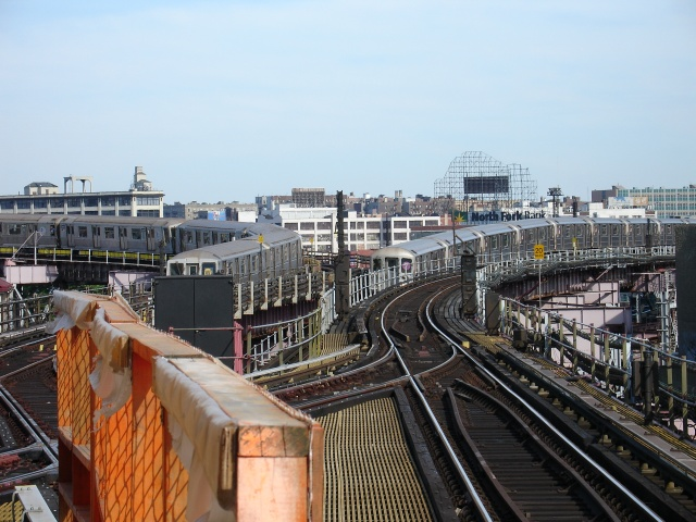 (143k, 640x480)<br><b>Country:</b> United States<br><b>City:</b> New York<br><b>System:</b> New York City Transit<br><b>Line:</b> IRT Flushing Line<br><b>Location:</b> Queensborough Plaza <br><b>Photo by:</b> Kevin Lee<br><b>Date:</b> 6/20/2005<br><b>Viewed (this week/total):</b> 2 / 3873