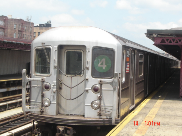 (146k, 640x480)<br><b>Country:</b> United States<br><b>City:</b> New York<br><b>System:</b> New York City Transit<br><b>Line:</b> IRT Woodlawn Line<br><b>Location:</b> 183rd Street <br><b>Car:</b> R-62 (Kawasaki, 1983-1985)  1320 <br><b>Photo by:</b> DeAndre Burrell<br><b>Date:</b> 7/14/2005<br><b>Viewed (this week/total):</b> 0 / 3348