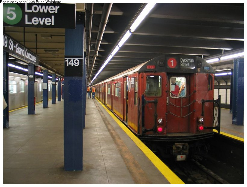 (97k, 820x620)<br><b>Country:</b> United States<br><b>City:</b> New York<br><b>System:</b> New York City Transit<br><b>Line:</b> IRT Woodlawn Line<br><b>Location:</b> 149th Street/Grand Concourse <br><b>Route:</b> Fan Trip<br><b>Car:</b> R-33 World's Fair (St. Louis, 1963-64) 9309 <br><b>Photo by:</b> Brian Weinberg<br><b>Date:</b> 12/21/2003<br><b>Viewed (this week/total):</b> 1 / 4142