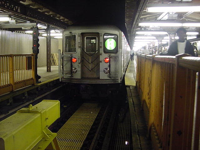 (60k, 640x480)<br><b>Country:</b> United States<br><b>City:</b> New York<br><b>System:</b> New York City Transit<br><b>Line:</b> IRT Woodlawn Line<br><b>Location:</b> Woodlawn <br><b>Route:</b> 4<br><b>Car:</b> R-62 (Kawasaki, 1983-1985)   <br><b>Photo by:</b> Salaam Allah<br><b>Date:</b> 9/24/2002<br><b>Viewed (this week/total):</b> 0 / 5588