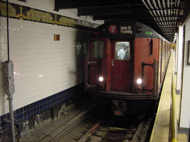 (60k, 640x480)<br><b>Country:</b> United States<br><b>City:</b> New York<br><b>System:</b> New York City Transit<br><b>Line:</b> IRT Flushing Line<br><b>Location:</b> Main Street/Flushing <br><b>Route:</b> 7<br><b>Car:</b> R-36 World's Fair (St. Louis, 1963-64)  <br><b>Photo by:</b> Salaam Allah<br><b>Date:</b> 9/18/2002<br><b>Viewed (this week/total):</b> 2 / 5457