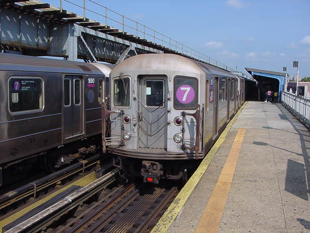 (60k, 640x480)<br><b>Country:</b> United States<br><b>City:</b> New York<br><b>System:</b> New York City Transit<br><b>Line:</b> IRT Flushing Line<br><b>Location:</b> 111th Street <br><b>Route:</b> 7<br><b>Car:</b> R-62A (Bombardier, 1984-1987)   <br><b>Photo by:</b> Salaam Allah<br><b>Date:</b> 9/24/2002<br><b>Viewed (this week/total):</b> 0 / 2611