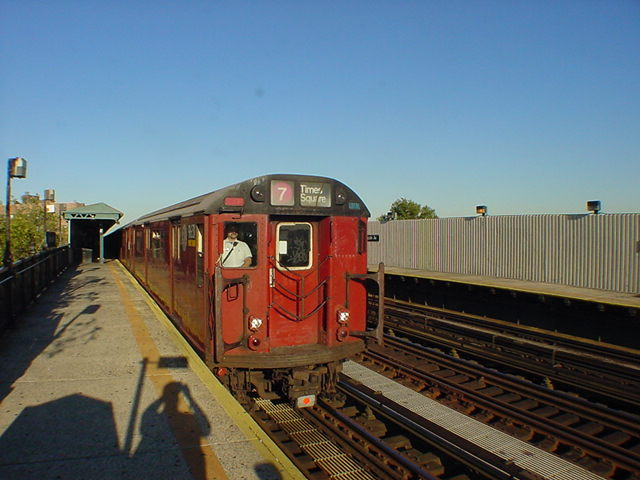 (60k, 640x480)<br><b>Country:</b> United States<br><b>City:</b> New York<br><b>System:</b> New York City Transit<br><b>Line:</b> IRT Flushing Line<br><b>Location:</b> 52nd Street/Lincoln Avenue <br><b>Route:</b> 7<br><b>Car:</b> R-36 World's Fair (St. Louis, 1963-64)  <br><b>Photo by:</b> Salaam Allah<br><b>Date:</b> 9/18/2002<br><b>Viewed (this week/total):</b> 11 / 1616