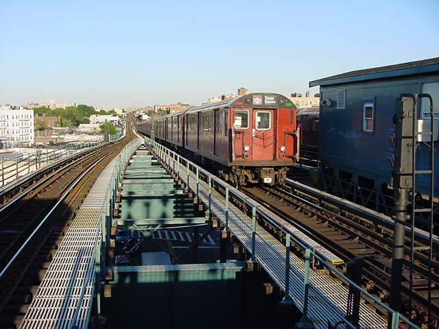 (61k, 640x480)<br><b>Country:</b> United States<br><b>City:</b> New York<br><b>System:</b> New York City Transit<br><b>Line:</b> IRT Flushing Line<br><b>Location:</b> 61st Street/Woodside <br><b>Route:</b> 7<br><b>Car:</b> R-36 World's Fair (St. Louis, 1963-64)  <br><b>Photo by:</b> Salaam Allah<br><b>Date:</b> 9/18/2002<br><b>Viewed (this week/total):</b> 0 / 1847