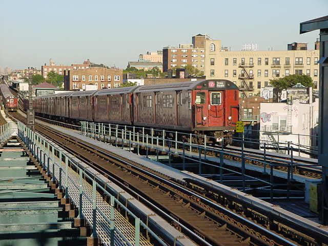 (59k, 640x480)<br><b>Country:</b> United States<br><b>City:</b> New York<br><b>System:</b> New York City Transit<br><b>Line:</b> IRT Flushing Line<br><b>Location:</b> 61st Street/Woodside <br><b>Route:</b> 7<br><b>Car:</b> R-36 World's Fair (St. Louis, 1963-64)  <br><b>Photo by:</b> Salaam Allah<br><b>Date:</b> 9/18/2002<br><b>Viewed (this week/total):</b> 0 / 1889