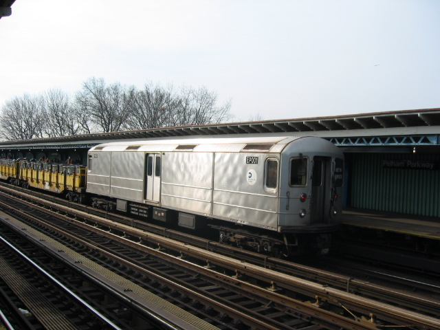 (102k, 640x480)<br><b>Country:</b> United States<br><b>City:</b> New York<br><b>System:</b> New York City Transit<br><b>Line:</b> IRT White Plains Road Line<br><b>Location:</b> Pelham Parkway <br><b>Route:</b> Work Service<br><b>Car:</b> R-127/R-134 (Kawasaki, 1991-1996) EP001 <br><b>Photo by:</b> Oren H.<br><b>Date:</b> 11/29/2002<br><b>Viewed (this week/total):</b> 0 / 3937
