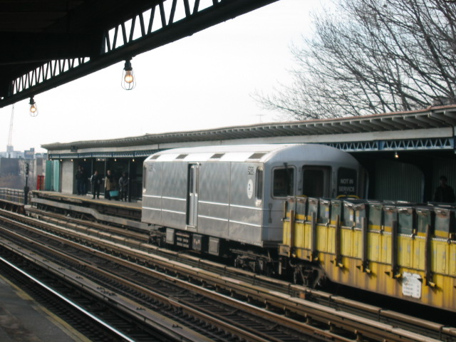 (121k, 640x480)<br><b>Country:</b> United States<br><b>City:</b> New York<br><b>System:</b> New York City Transit<br><b>Line:</b> IRT White Plains Road Line<br><b>Location:</b> Pelham Parkway <br><b>Route:</b> Work Service<br><b>Car:</b> R-127/R-134 (Kawasaki, 1991-1996) EP002 <br><b>Photo by:</b> Oren H.<br><b>Date:</b> 11/29/2002<br><b>Viewed (this week/total):</b> 0 / 3327