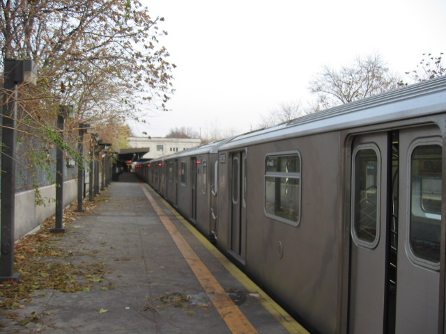 (103k, 640x480)<br><b>Country:</b> United States<br><b>City:</b> New York<br><b>System:</b> New York City Transit<br><b>Line:</b> IRT Dyre Ave. Line<br><b>Location:</b> Gun Hill Road <br><b>Route:</b> 5<br><b>Car:</b> R-142 (Primary Order, Bombardier, 1999-2002)  6836 <br><b>Photo by:</b> Oren H.<br><b>Date:</b> 11/29/2002<br><b>Viewed (this week/total):</b> 0 / 3472