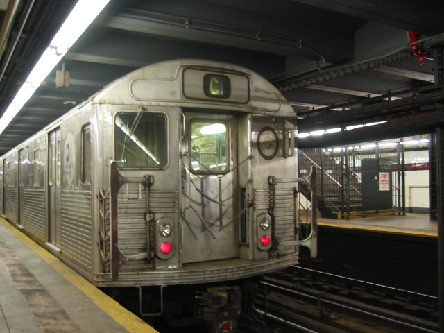 (105k, 640x480)<br><b>Country:</b> United States<br><b>City:</b> New York<br><b>System:</b> New York City Transit<br><b>Line:</b> IND 8th Avenue Line<br><b>Location:</b> 168th Street <br><b>Route:</b> C<br><b>Car:</b> R-38 (St. Louis, 1966-1967)  4076 <br><b>Photo by:</b> Oren H.<br><b>Date:</b> 8/6/2002<br><b>Viewed (this week/total):</b> 0 / 3725