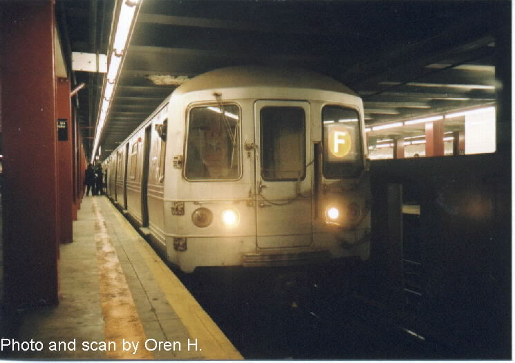(56k, 745x525)<br><b>Country:</b> United States<br><b>City:</b> New York<br><b>System:</b> New York City Transit<br><b>Line:</b> IND 6th Avenue Line<br><b>Location:</b> 47-50th Street/Rockefeller Center <br><b>Route:</b> F<br><b>Car:</b> R-46 (Pullman-Standard, 1974-75) 5958 <br><b>Photo by:</b> Oren H.<br><b>Date:</b> 12/28/2001<br><b>Viewed (this week/total):</b> 1 / 3793