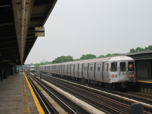 (86k, 640x480)<br><b>Country:</b> United States<br><b>City:</b> New York<br><b>System:</b> New York City Transit<br><b>Line:</b> BMT Culver Line<br><b>Location:</b> Avenue U <br><b>Route:</b> F<br><b>Car:</b> R-46 (Pullman-Standard, 1974-75) 5672 <br><b>Photo by:</b> Oren H.<br><b>Date:</b> 7/14/2004<br><b>Viewed (this week/total):</b> 1 / 2836