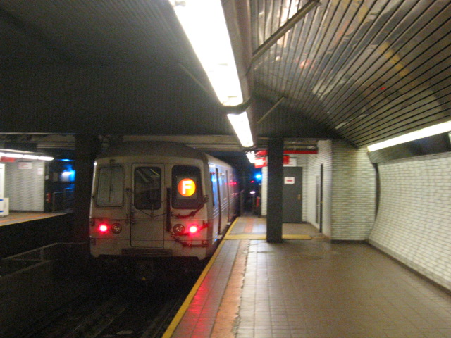 (116k, 640x480)<br><b>Country:</b> United States<br><b>City:</b> New York<br><b>System:</b> New York City Transit<br><b>Line:</b> IND 63rd Street<br><b>Location:</b> Roosevelt Island <br><b>Route:</b> F<br><b>Car:</b> R-46 (Pullman-Standard, 1974-75) 5802 <br><b>Photo by:</b> Oren H.<br><b>Date:</b> 7/14/2004<br><b>Viewed (this week/total):</b> 3 / 5395