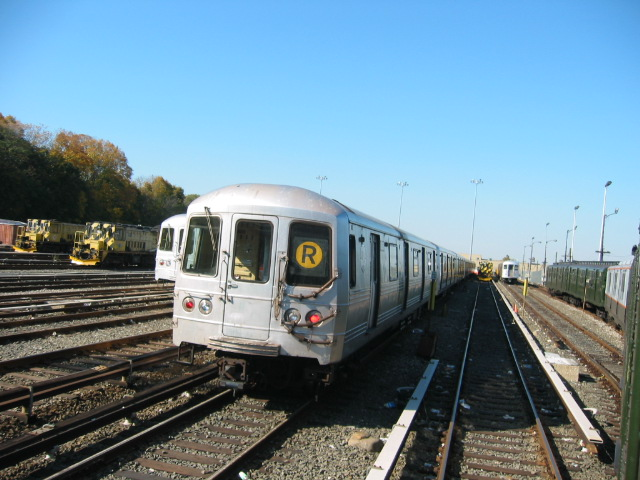 (111k, 640x480)<br><b>Country:</b> United States<br><b>City:</b> New York<br><b>System:</b> New York City Transit<br><b>Location:</b> 36th Street Yard<br><b>Car:</b> R-46 (Pullman-Standard, 1974-75)  <br><b>Photo by:</b> Oren H.<br><b>Date:</b> 11/7/2004<br><b>Viewed (this week/total):</b> 2 / 5793