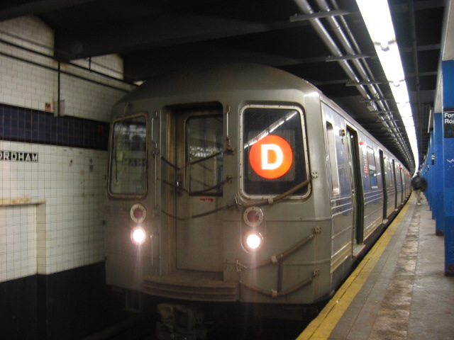 (89k, 640x480)<br><b>Country:</b> United States<br><b>City:</b> New York<br><b>System:</b> New York City Transit<br><b>Line:</b> IND Concourse Line<br><b>Location:</b> Fordham Road <br><b>Route:</b> D<br><b>Car:</b> R-68 (Westinghouse-Amrail, 1986-1988)  2712 <br><b>Photo by:</b> Oren H.<br><b>Date:</b> 11/29/2002<br><b>Viewed (this week/total):</b> 0 / 3605