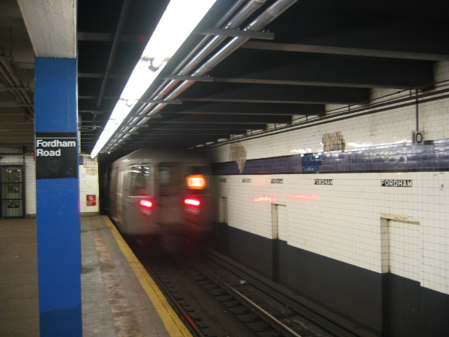 (89k, 640x480)<br><b>Country:</b> United States<br><b>City:</b> New York<br><b>System:</b> New York City Transit<br><b>Line:</b> IND Concourse Line<br><b>Location:</b> Fordham Road <br><b>Route:</b> D<br><b>Car:</b> R-68 (Westinghouse-Amrail, 1986-1988)  2566 <br><b>Photo by:</b> Oren H.<br><b>Date:</b> 11/29/2002<br><b>Viewed (this week/total):</b> 0 / 3755