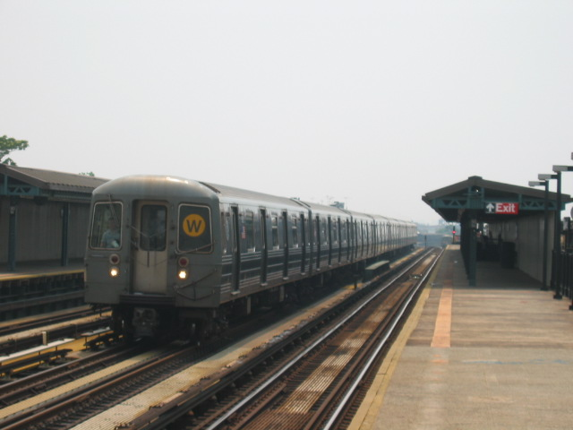 (71k, 640x480)<br><b>Country:</b> United States<br><b>City:</b> New York<br><b>System:</b> New York City Transit<br><b>Line:</b> BMT West End Line<br><b>Location:</b> 50th Street <br><b>Route:</b> W<br><b>Car:</b> R-68A (Kawasaki, 1988-1989)  5126 <br><b>Photo by:</b> Oren H.<br><b>Date:</b> 6/27/2003<br><b>Viewed (this week/total):</b> 0 / 2253
