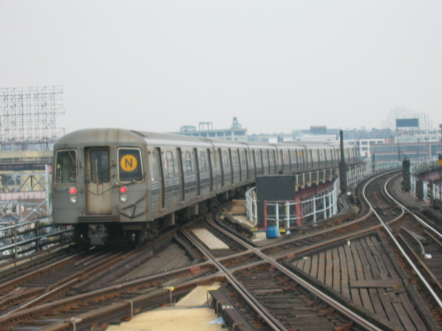 (81k, 640x480)<br><b>Country:</b> United States<br><b>City:</b> New York<br><b>System:</b> New York City Transit<br><b>Line:</b> BMT Astoria Line<br><b>Location:</b> Queensborough Plaza <br><b>Route:</b> W<br><b>Car:</b> R-68 (Westinghouse-Amrail, 1986-1988)  2816 <br><b>Photo by:</b> Oren H.<br><b>Date:</b> 6/27/2003<br><b>Viewed (this week/total):</b> 1 / 3173