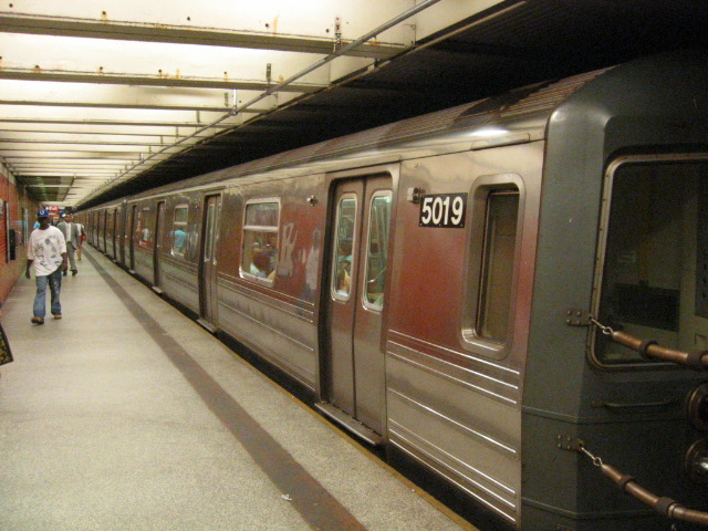 (123k, 640x480)<br><b>Country:</b> United States<br><b>City:</b> New York<br><b>System:</b> New York City Transit<br><b>Line:</b> BMT Broadway Line<br><b>Location:</b> 49th Street <br><b>Route:</b> N<br><b>Car:</b> R-68A (Kawasaki, 1988-1989)  5019 <br><b>Photo by:</b> Oren H.<br><b>Date:</b> 7/15/2004<br><b>Viewed (this week/total):</b> 0 / 3486