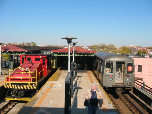 (112k, 640x480)<br><b>Country:</b> United States<br><b>City:</b> New York<br><b>System:</b> New York City Transit<br><b>Line:</b> BMT West End Line<br><b>Location:</b> 62nd Street <br><b>Route:</b> D<br><b>Car:</b> R-68/R-68A Series (Number Unknown)  <br><b>Photo by:</b> Oren H.<br><b>Date:</b> 11/7/2004<br><b>Notes:</b> With Steeplecab #6 at 62nd Street<br><b>Viewed (this week/total):</b> 0 / 2580