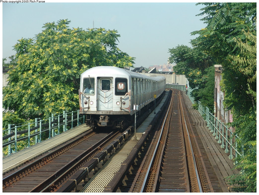(315k, 1044x788)<br><b>Country:</b> United States<br><b>City:</b> New York<br><b>System:</b> New York City Transit<br><b>Line:</b> BMT Myrtle Avenue Line<br><b>Location:</b> Seneca Avenue <br><b>Route:</b> M<br><b>Car:</b> R-42 (St. Louis, 1969-1970)   <br><b>Photo by:</b> Richard Panse<br><b>Date:</b> 7/19/2005<br><b>Notes:</b> Between Seneca & Forest heading northbound.<br><b>Viewed (this week/total):</b> 0 / 2901
