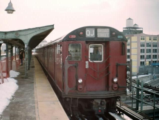 (44k, 636x480)<br><b>Country:</b> United States<br><b>City:</b> New York<br><b>System:</b> New York City Transit<br><b>Line:</b> BMT Canarsie Line<br><b>Location:</b> Atlantic Avenue <br><b>Route:</b> Fan Trip<br><b>Car:</b> R-33 World's Fair (St. Louis, 1963-64) 9338 <br><b>Photo by:</b> Michael Pompili<br><b>Date:</b> 12/8/2002<br><b>Viewed (this week/total):</b> 0 / 1934