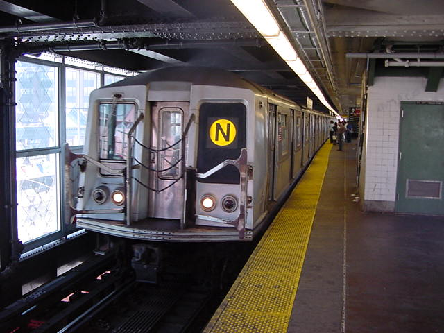 (60k, 640x480)<br><b>Country:</b> United States<br><b>City:</b> New York<br><b>System:</b> New York City Transit<br><b>Line:</b> BMT Astoria Line<br><b>Location:</b> Queensborough Plaza <br><b>Route:</b> N<br><b>Car:</b> R-40 (St. Louis, 1968)   <br><b>Photo by:</b> Salaam Allah<br><b>Date:</b> 9/19/2002<br><b>Viewed (this week/total):</b> 3 / 3253
