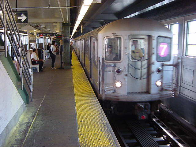 (59k, 640x480)<br><b>Country:</b> United States<br><b>City:</b> New York<br><b>System:</b> New York City Transit<br><b>Line:</b> IRT Flushing Line<br><b>Location:</b> Queensborough Plaza <br><b>Photo by:</b> Salaam Allah<br><b>Date:</b> 9/19/2002<br><b>Viewed (this week/total):</b> 0 / 1253