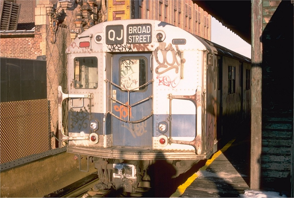 (224k, 1024x690)<br><b>Country:</b> United States<br><b>City:</b> New York<br><b>System:</b> New York City Transit<br><b>Line:</b> BMT Nassau Street/Jamaica Line<br><b>Location:</b> 168th Street (Demolished) <br><b>Route:</b> J<br><b>Car:</b> R-30 (St. Louis, 1961) 8517 <br><b>Photo by:</b> Joe Testagrose<br><b>Date:</b> 12/26/1976<br><b>Viewed (this week/total):</b> 1 / 3498