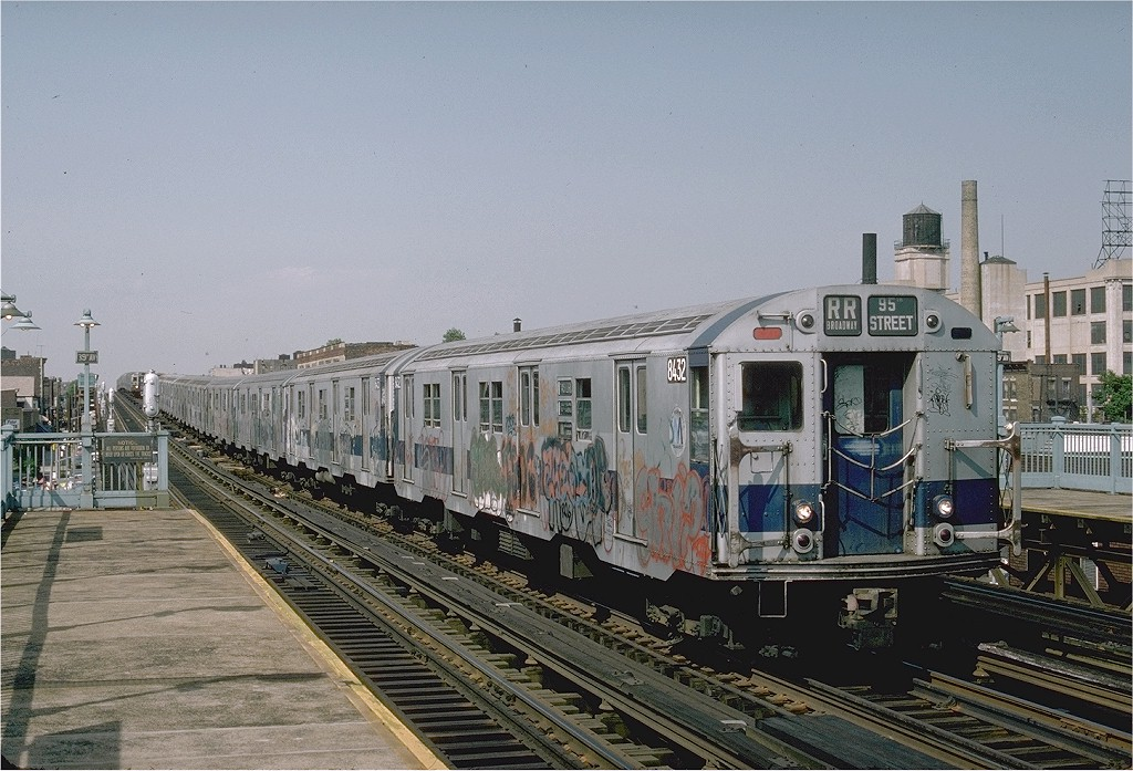 (219k, 1024x697)<br><b>Country:</b> United States<br><b>City:</b> New York<br><b>System:</b> New York City Transit<br><b>Line:</b> BMT Astoria Line<br><b>Location:</b> 39th/Beebe Aves. <br><b>Route:</b> RR<br><b>Car:</b> R-30 (St. Louis, 1961) 8432 <br><b>Photo by:</b> Ed McKernan<br><b>Collection of:</b> Joe Testagrose<br><b>Date:</b> 6/1976<br><b>Viewed (this week/total):</b> 2 / 2580