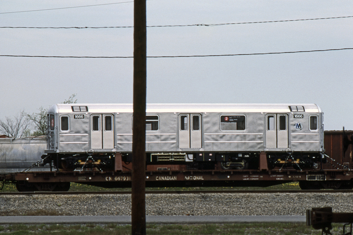 (363k, 1044x713)<br><b>Country:</b> United States<br><b>City:</b> New York<br><b>System:</b> New York City Transit<br><b>Car:</b> R-62A (Bombardier, 1984-1987)  1666 <br><b>Collection of:</b> David Pirmann<br><b>Date:</b> 5/1985<br><b>Viewed (this week/total):</b> 1 / 5381