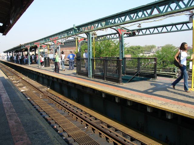 (116k, 640x480)<br><b>Country:</b> United States<br><b>City:</b> New York<br><b>System:</b> New York City Transit<br><b>Line:</b> IRT Flushing Line<br><b>Location:</b> Junction Boulevard <br><b>Photo by:</b> Kevin Lee<br><b>Date:</b> 6/9/2005<br><b>Notes:</b> New platform canopies being installed.<br><b>Viewed (this week/total):</b> 8 / 2651