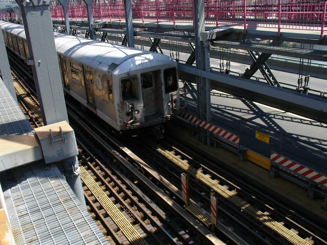 (121k, 640x480)<br><b>Country:</b> United States<br><b>City:</b> New York<br><b>System:</b> New York City Transit<br><b>Line:</b> BMT Nassau Street/Jamaica Line<br><b>Location:</b> Williamsburg Bridge<br><b>Route:</b> J<br><b>Car:</b> R-42 (St. Louis, 1969-1970)  4620 <br><b>Photo by:</b> Kevin Lee<br><b>Date:</b> 6/20/2005<br><b>Notes:</b> Queens-bound J train on the Williamsburg Bridge.<br><b>Viewed (this week/total):</b> 0 / 3812