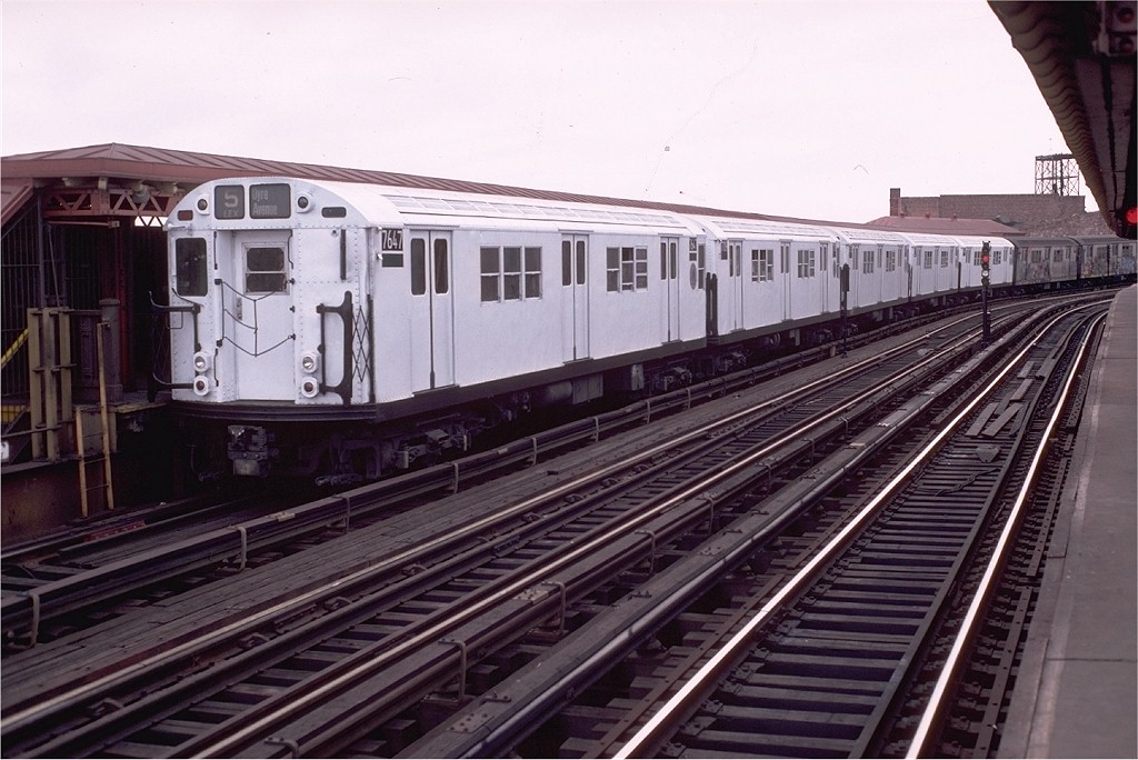 (191k, 1024x684)<br><b>Country:</b> United States<br><b>City:</b> New York<br><b>System:</b> New York City Transit<br><b>Line:</b> IRT White Plains Road Line<br><b>Location:</b> West Farms Sq./East Tremont Ave./177th St. <br><b>Route:</b> 5<br><b>Car:</b> R-22 (St. Louis, 1957-58) 7647 <br><b>Photo by:</b> Doug Grotjahn<br><b>Collection of:</b> Joe Testagrose<br><b>Date:</b> 12/25/1982<br><b>Viewed (this week/total):</b> 2 / 3553