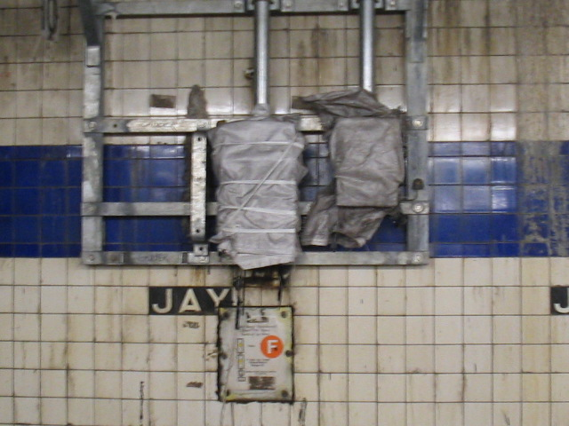 (102k, 640x480)<br><b>Country:</b> United States<br><b>City:</b> New York<br><b>System:</b> New York City Transit<br><b>Line:</b> IND 8th Avenue Line<br><b>Location:</b> Jay St./Metrotech (Borough Hall) <br><b>Photo by:</b> Daniel Borde<br><b>Date:</b> 8/18/2005<br><b>Notes:</b> Out of use route selector panel.<br><b>Viewed (this week/total):</b> 3 / 3027