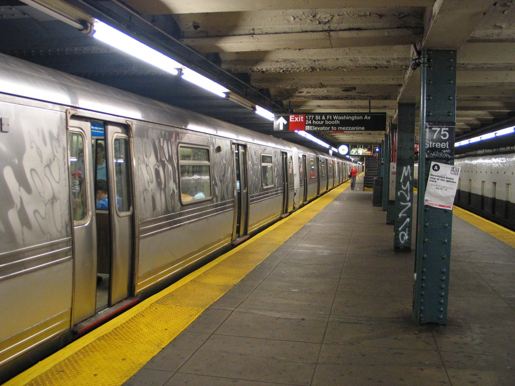 (168k, 1024x768)<br><b>Country:</b> United States<br><b>City:</b> New York<br><b>System:</b> New York City Transit<br><b>Line:</b> IND 8th Avenue Line<br><b>Location:</b> 175th Street/George Washington Bridge Bus Terminal <br><b>Route:</b> A<br><b>Car:</b> R-44 (St. Louis, 1971-73)  <br><b>Photo by:</b> Brian Weinberg<br><b>Date:</b> 8/21/2005<br><b>Notes:</b> Looking north along the southbound platform.<br><b>Viewed (this week/total):</b> 3 / 5055