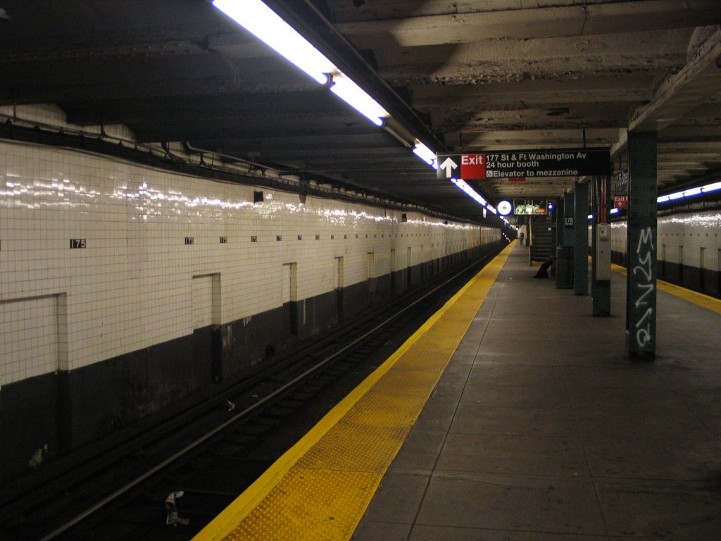 (132k, 1024x768)<br><b>Country:</b> United States<br><b>City:</b> New York<br><b>System:</b> New York City Transit<br><b>Line:</b> IND 8th Avenue Line<br><b>Location:</b> 175th Street/George Washington Bridge Bus Terminal <br><b>Photo by:</b> Brian Weinberg<br><b>Date:</b> 8/21/2005<br><b>Notes:</b> Looking north along the southbound platform.<br><b>Viewed (this week/total):</b> 0 / 3212