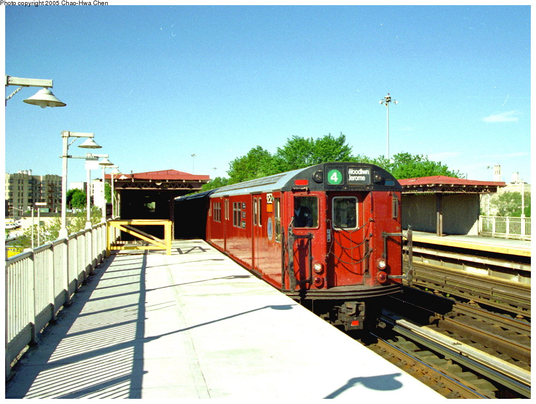 (207k, 1044x787)<br><b>Country:</b> United States<br><b>City:</b> New York<br><b>System:</b> New York City Transit<br><b>Line:</b> IRT Woodlawn Line<br><b>Location:</b> Bedford Park Boulevard <br><b>Route:</b> 4<br><b>Car:</b> R-33 Main Line (St. Louis, 1962-63) 9252 <br><b>Photo by:</b> Chao-Hwa Chen<br><b>Date:</b> 5/21/1997<br><b>Viewed (this week/total):</b> 2 / 3204