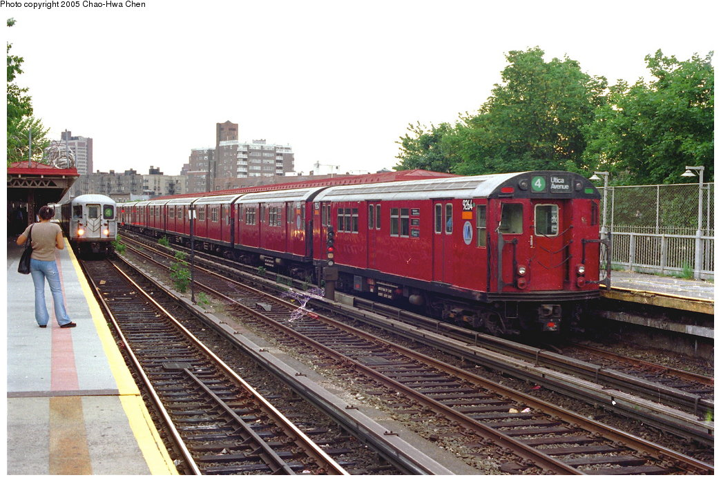 (207k, 1044x698)<br><b>Country:</b> United States<br><b>City:</b> New York<br><b>System:</b> New York City Transit<br><b>Line:</b> IRT Woodlawn Line<br><b>Location:</b> Bedford Park Boulevard <br><b>Route:</b> 4<br><b>Car:</b> R-33 Main Line (St. Louis, 1962-63) 9264 <br><b>Photo by:</b> Chao-Hwa Chen<br><b>Date:</b> 7/2/1997<br><b>Viewed (this week/total):</b> 2 / 3263