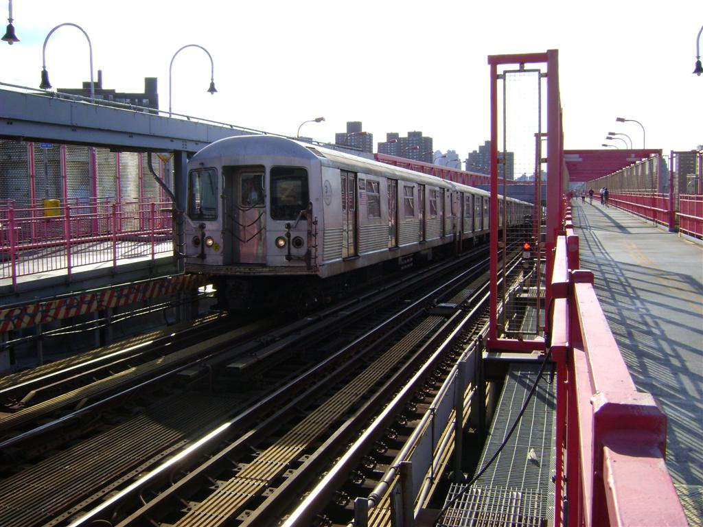 (141k, 1024x768)<br><b>Country:</b> United States<br><b>City:</b> New York<br><b>System:</b> New York City Transit<br><b>Line:</b> BMT Nassau Street/Jamaica Line<br><b>Location:</b> Williamsburg Bridge<br><b>Route:</b> Z<br><b>Car:</b> R-42 (St. Louis, 1969-1970)  4833 <br><b>Photo by:</b> Emmanuel Robinson<br><b>Date:</b> 8/7/2009<br><b>Viewed (this week/total):</b> 4 / 866
