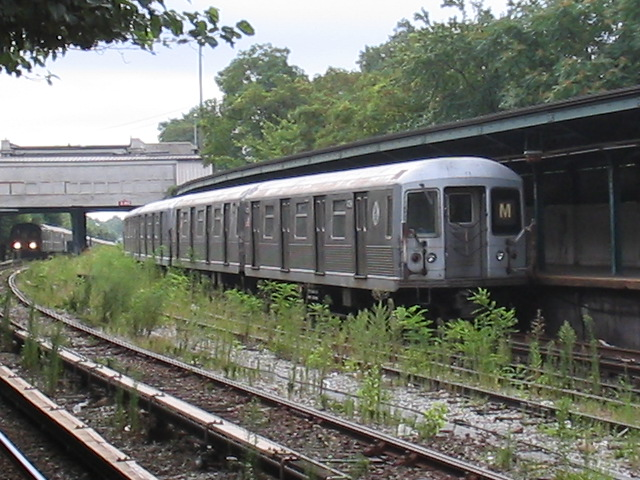 (138k, 640x480)<br><b>Country:</b> United States<br><b>City:</b> New York<br><b>System:</b> New York City Transit<br><b>Line:</b> BMT Sea Beach Line<br><b>Location:</b> 8th Avenue <br><b>Route:</b> M<br><b>Car:</b> R-42 (St. Louis, 1969-1970)  4739 <br><b>Photo by:</b> Daniel Borde<br><b>Date:</b> 8/19/2005<br><b>Viewed (this week/total):</b> 1 / 3327