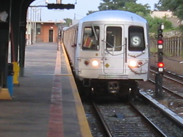 (85k, 640x480)<br><b>Country:</b> United States<br><b>City:</b> New York<br><b>System:</b> New York City Transit<br><b>Line:</b> IND Rockaway<br><b>Location:</b> Rockaway Park/Beach 116th Street <br><b>Route:</b> S<br><b>Car:</b> R-44 (St. Louis, 1971-73)  <br><b>Photo by:</b> Daniel Borde<br><b>Date:</b> 8/20/2005<br><b>Viewed (this week/total):</b> 3 / 3877