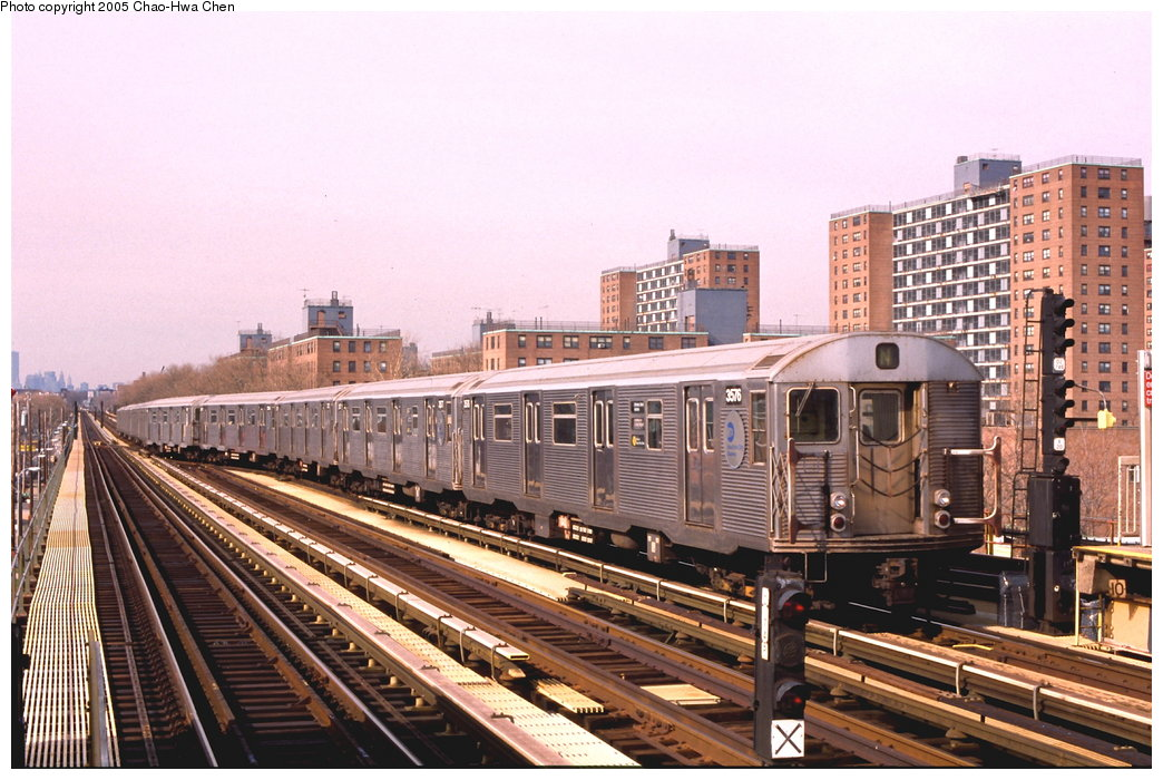 (190k, 1044x700)<br><b>Country:</b> United States<br><b>City:</b> New York<br><b>System:</b> New York City Transit<br><b>Line:</b> BMT West End Line<br><b>Location:</b> Bay 50th Street <br><b>Route:</b> N<br><b>Car:</b> R-32 (Budd, 1964)  3576 <br><b>Photo by:</b> Chao-Hwa Chen<br><b>Date:</b> 3/23/1999<br><b>Notes:</b> N Train reroute.<br><b>Viewed (this week/total):</b> 0 / 3797