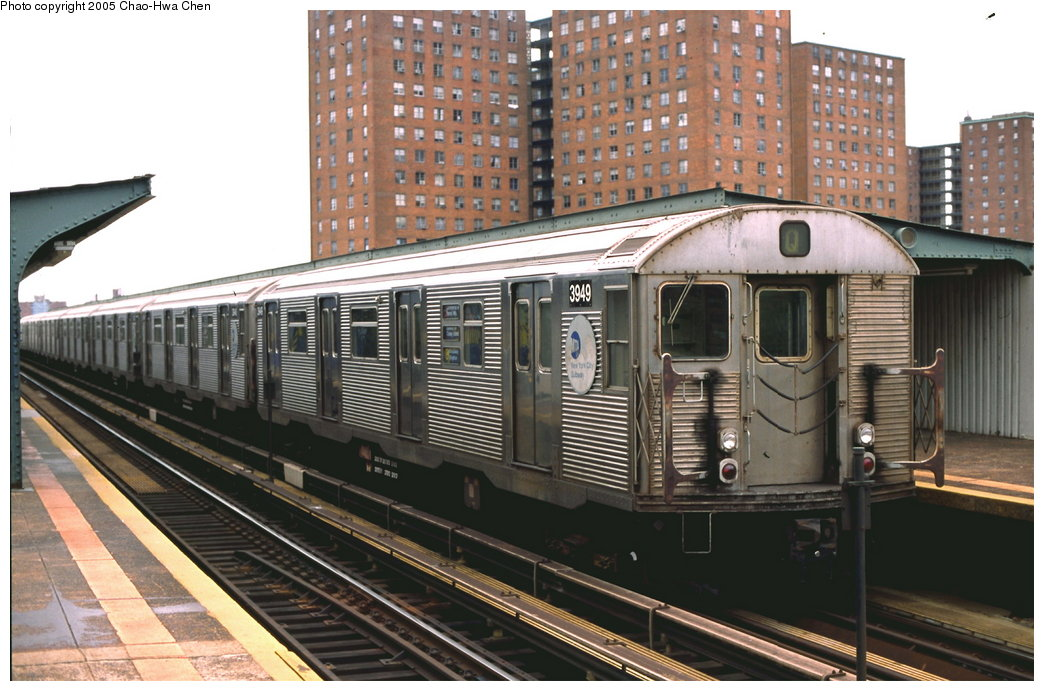 (174k, 1044x691)<br><b>Country:</b> United States<br><b>City:</b> New York<br><b>System:</b> New York City Transit<br><b>Line:</b> BMT Brighton Line<br><b>Location:</b> West 8th Street <br><b>Route:</b> Q<br><b>Car:</b> R-32 (Budd, 1964)  3949 <br><b>Photo by:</b> Chao-Hwa Chen<br><b>Date:</b> 9/30/2001<br><b>Viewed (this week/total):</b> 0 / 3135