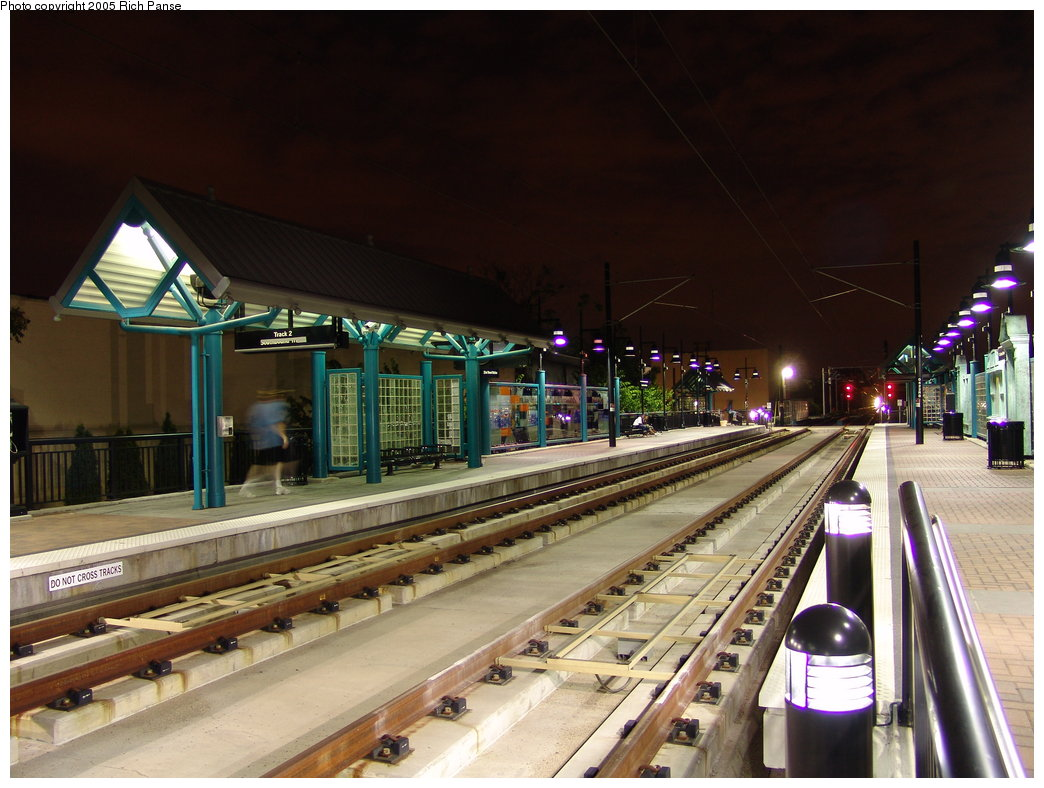 (184k, 1044x788)<br><b>Country:</b> United States<br><b>City:</b> Bayonne, NJ<br><b>System:</b> Hudson Bergen Light Rail<br><b>Location:</b> East 22nd Street <br><b>Photo by:</b> Richard Panse<br><b>Date:</b> 8/26/2005<br><b>Notes:</b> Nighttime view of platform.<br><b>Viewed (this week/total):</b> 0 / 2877