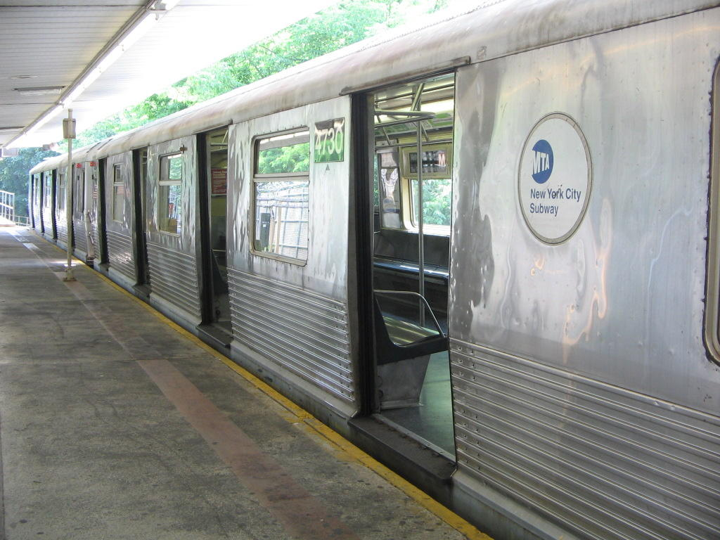 (134k, 1024x768)<br><b>Country:</b> United States<br><b>City:</b> New York<br><b>System:</b> New York City Transit<br><b>Line:</b> BMT Myrtle Avenue Line<br><b>Location:</b> Metropolitan Avenue <br><b>Route:</b> M<br><b>Car:</b> R-42 (St. Louis, 1969-1970)  4730 <br><b>Photo by:</b> Jose Martinez<br><b>Date:</b> 7/19/2005<br><b>Viewed (this week/total):</b> 1 / 2588