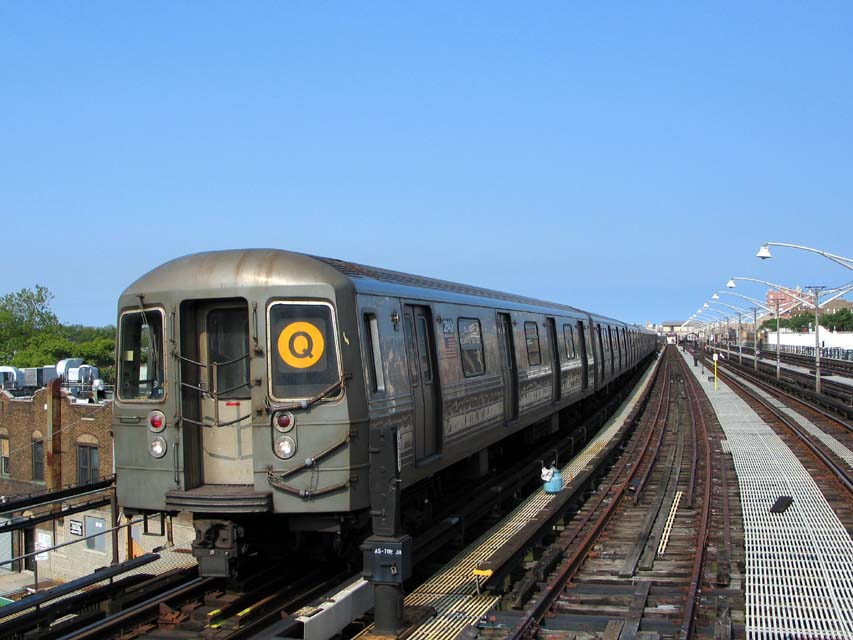 (95k, 853x640)<br><b>Country:</b> United States<br><b>City:</b> New York<br><b>System:</b> New York City Transit<br><b>Line:</b> BMT Brighton Line<br><b>Location:</b> Ocean Parkway <br><b>Route:</b> Q<br><b>Car:</b> R-68 (Westinghouse-Amrail, 1986-1988)  2840 <br><b>Photo by:</b> Michael Pompili<br><b>Date:</b> 6/1/2004<br><b>Viewed (this week/total):</b> 2 / 2068