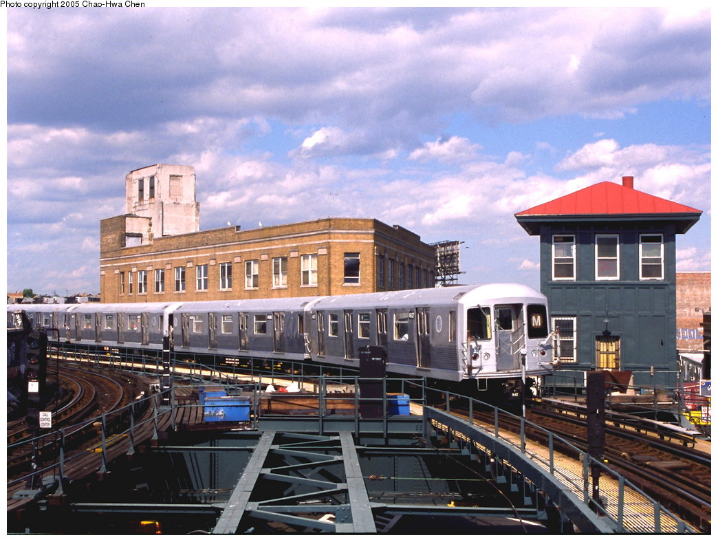 (202k, 1044x788)<br><b>Country:</b> United States<br><b>City:</b> New York<br><b>System:</b> New York City Transit<br><b>Line:</b> BMT Myrtle Avenue Line<br><b>Location:</b> Wyckoff Avenue <br><b>Route:</b> M<br><b>Car:</b> R-42 (St. Louis, 1969-1970)  4937 <br><b>Photo by:</b> Chao-Hwa Chen<br><b>Date:</b> 6/7/2000<br><b>Viewed (this week/total):</b> 11 / 4535
