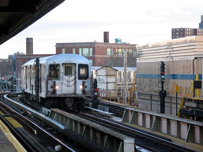 (107k, 853x640)<br><b>Country:</b> United States<br><b>City:</b> New York<br><b>System:</b> New York City Transit<br><b>Line:</b> BMT West End Line<br><b>Location:</b> 25th Avenue <br><b>Route:</b> M<br><b>Car:</b> R-42 (St. Louis, 1969-1970)  4562 <br><b>Photo by:</b> Michael Pompili<br><b>Date:</b> 12/8/2004<br><b>Viewed (this week/total):</b> 0 / 2283
