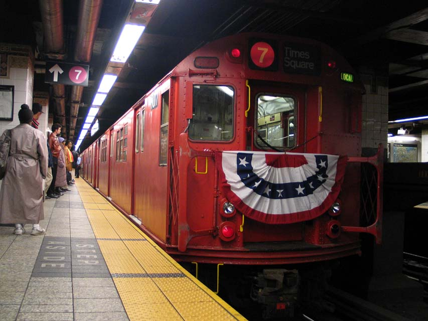 (90k, 853x640)<br><b>Country:</b> United States<br><b>City:</b> New York<br><b>System:</b> New York City Transit<br><b>Line:</b> IRT East Side Line<br><b>Location:</b> Grand Central <br><b>Route:</b> Fan Trip<br><b>Car:</b> R-33 Main Line (St. Louis, 1962-63) 9017 <br><b>Photo by:</b> Michael Pompili<br><b>Date:</b> 10/27/2004<br><b>Viewed (this week/total):</b> 0 / 2460
